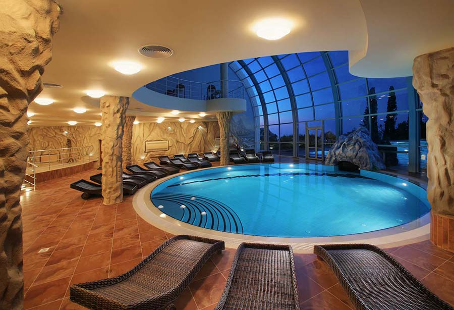 admirable-indoor-living-space-decoration-with-round-indoor-swimming-pool-and-japanese-benches